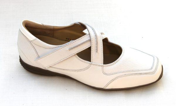 H011 Helioform kruisbandschoentje wit leer