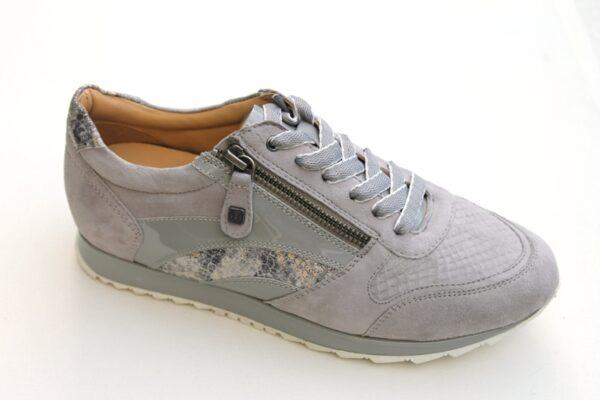 H007 Helioform sneaker in grijs nubuck met pythonprint